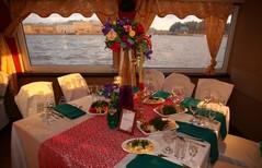 Вид на общий стол с мексиканским накрытием