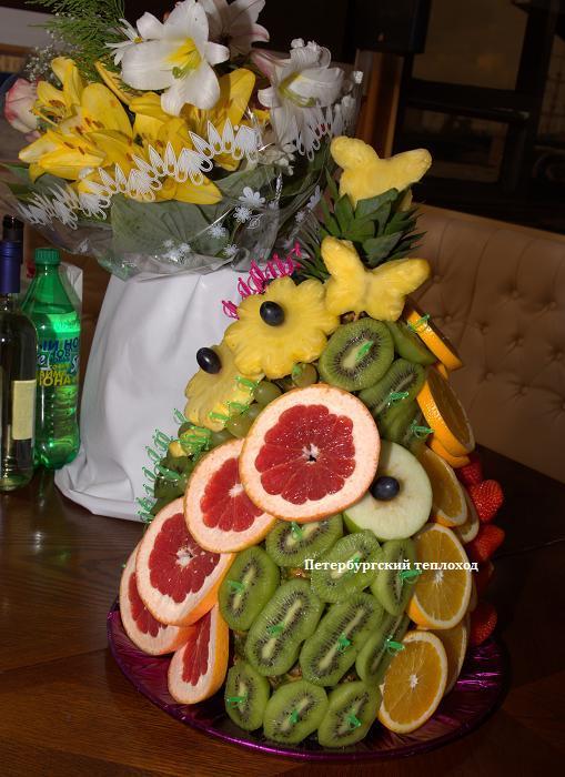 Украшенный ананас