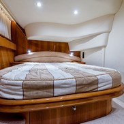 Кровать на Яхте Princess 50