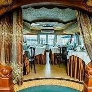 Двухпалубный теплоход-ресторан Астра