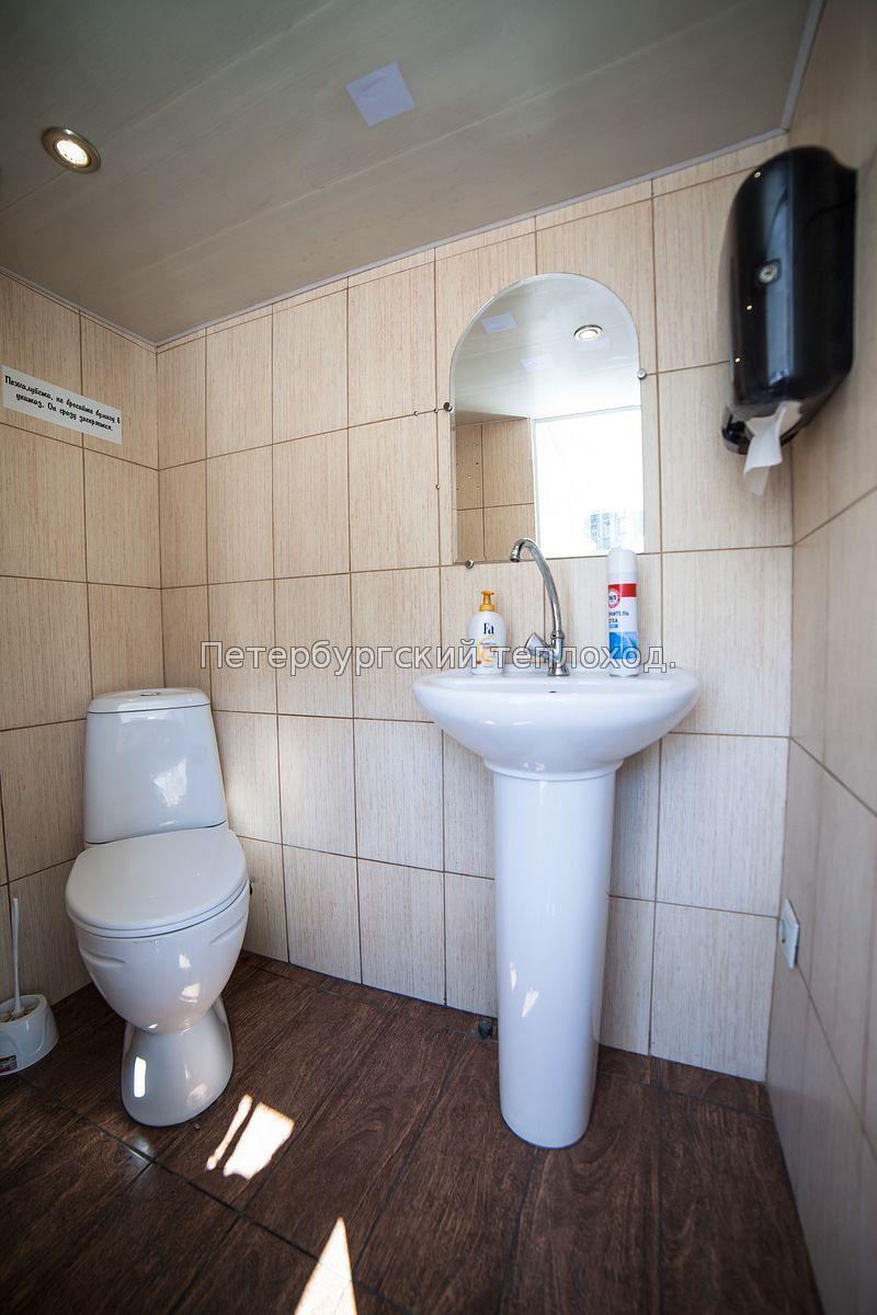 Туалет на Grand Marine