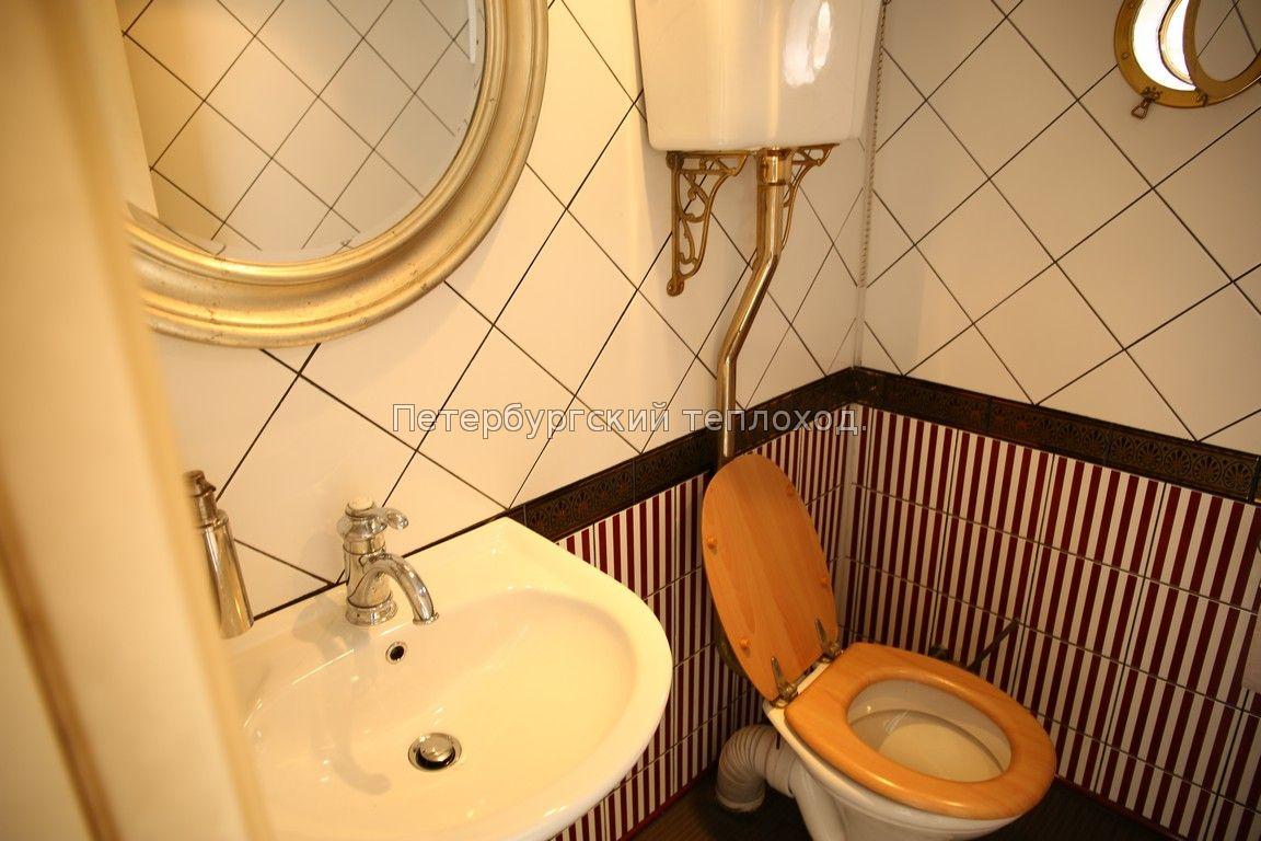 Туалет на теплоходе Грация