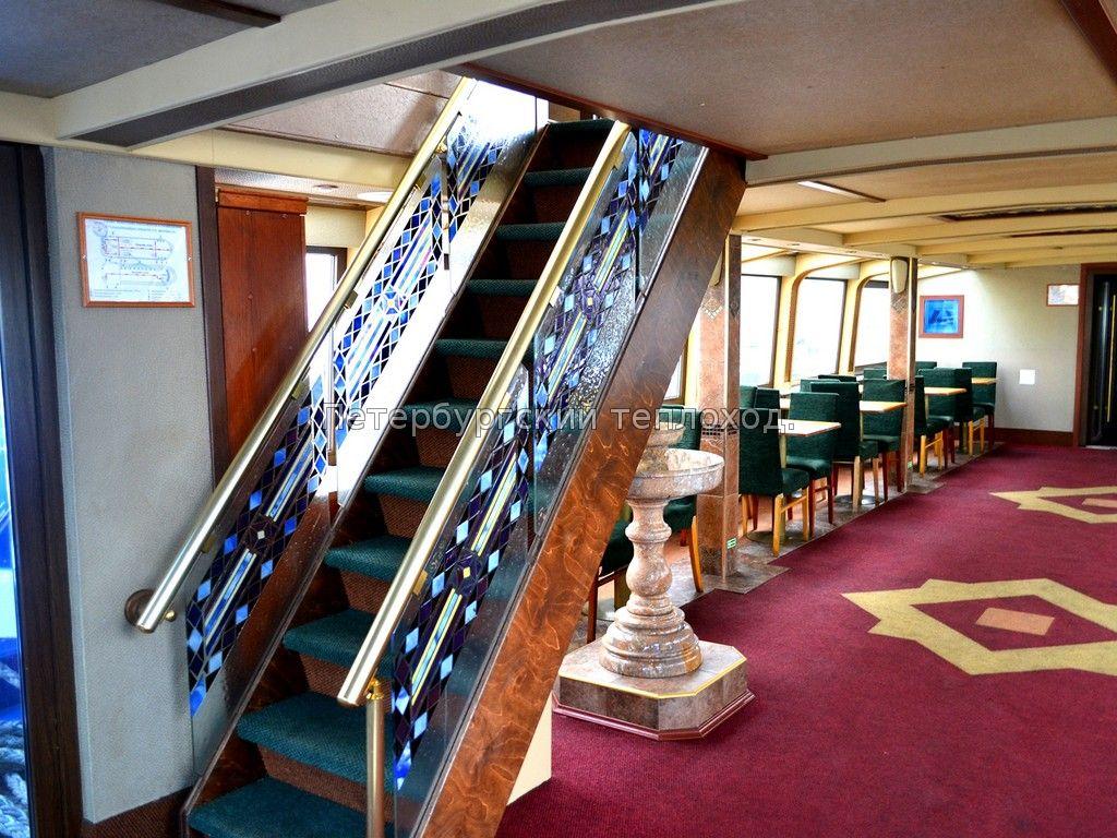 Лестница на Теплоходе Семирамида